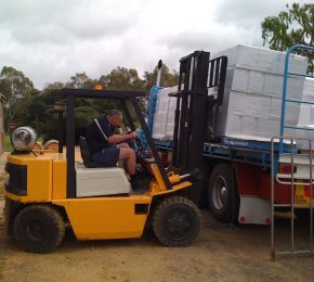 six-gates-labels-winery-vines-barossa-valley_wine-load